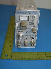 Tektronix,SG504 Leveled Sine Wave Generator,245 - 1050 MHz,NSN: 6625-00-531-5143