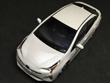 TOYOTA PRIUS Storefront Display White Pearl Crystal Diecast 1/30 **USA SELLER**