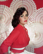 Elizabeth Taylor UNSIGNED photo - B3278 - GORGEOUS!!!!!