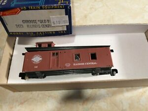 Roundhouse 3423 HO Old Time Illinois Central  Caboose, MINT