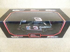 1992 Racing Champions 1:24 Diecast NASCAR Dale Earnhardt Sr Yellow Lettered Tire