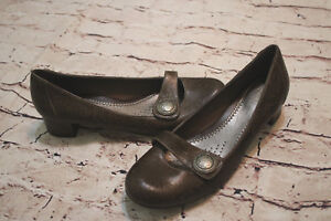 NEW Clarks Artisan Unique Brown Etched Leather Classic Button Heels Shoe 9.5