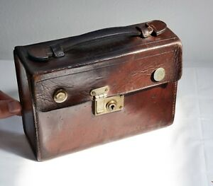 Wonderful Original Vintage Small Brown Leather Case with Latch 19 x 13 x 7cms