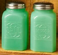 Vintage Country Green Milk Glass Salt Pepper Shakers Depression Retro Style