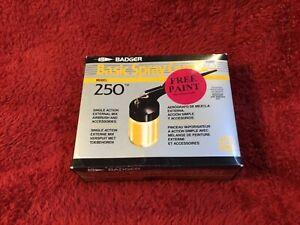 Badger Air-Brush Company Basic Spray Gun Model #250 Single Action Made in USA
