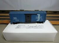 """TYCO 311G HO Scale 40' AAR Steel Boxcar """"BOSTON & MAINE"""" with Hook-Horn Couplers"""