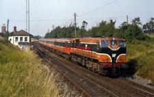 PHOTO  NORTHERN IRELAND RAILWAY  083 WITH MKII STOCK IN TOW PASSES CHERRYVILLE J