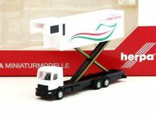 Herpa 1:200 559607 Emirates Flight Catering – A380 Catering truck - NEU!