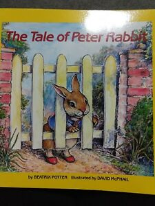 Easy-to-Read Folktales: The Tale of Peter Rabbit by Beatrix Potter (1986,...