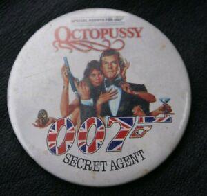 JAMES BOND 007 Pin Badge OCTOPUSSY