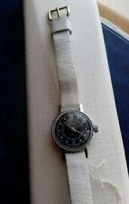 Vintage très jolie montre SLAVA mécanique état neuf de stock lire le descriptif
