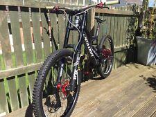 2017 Santa Cruz V 10 Carbon Downhill Mountain Bike Size L in mint condition