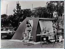 vintage photo 3 sexy girls bikini camping tent Ford Capri car auto foto ca 1975
