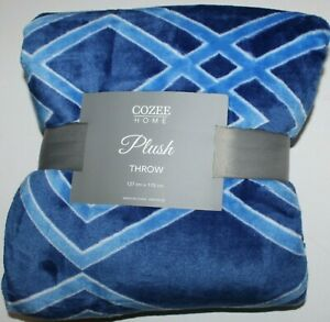 Blue Cozee Home Geometric Print Plush Throw - 127cm x 178cm - new