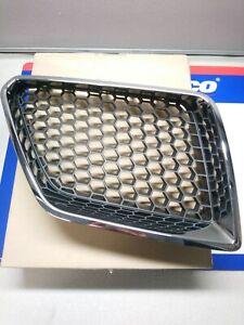 2008-2009 Genuine GM Pontiac G8 passenger side grill grille w/ chrome insert