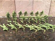 """Toy Soldiers 19 VINTAGE Plastic 2"""" WWII GIs"""