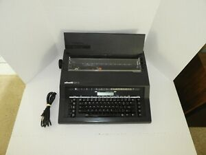 Vintage Olivetti 901 D electric typewriter ** TESTED **
