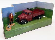Corgi 1/43 Scale CC07301 - Morris Truck & Figures Heartbeat - Maroon