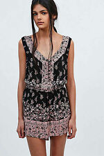 3568 New Ecote Urban Outfitters Magdalena Playsuit Floral Printed Romper XS