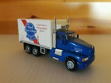 Model Power    Kenworth 3 Axle Reefer Box Van  (Pabst Blue Ribbon)  1/87