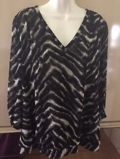 Amber Sun. women's Large black print top v neck 3/4 sleeves banded bottom