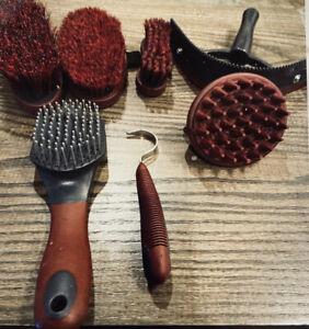 Rhino Horseware Ireland Grooming Set Smartpak Collection Crimson/BI/Each New