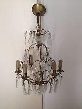 lustre a pampilles en cristal et armature en bronze ancien.