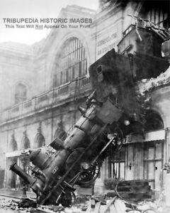 1895 Train Wreck 8x10 Photo * Train Crashed Through Station Walls Onto Street