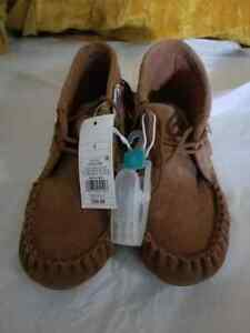 Mossimo Moccasin Style Slippers Chestnut size 8 never worn NWT