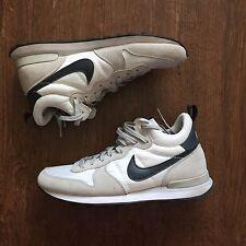 Men's Nike Internationalist Mid Trainer White Gray Black Runner Sz 7.5 682844404
