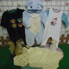 vêtements occasion garçon 6 mois ,2 grenouillères velours,1 sur-pyjamas ,3 bodys