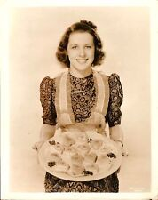 MARY HOWARD  Original Vintage Photo.1939  CANDID COOKER