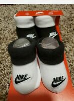 NIKE BABY GIRL CRIB SHOES BOOTIES GIFT SET WHITE / BLACK NWT NEWBORN 0-6 MONTHS