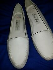 Etienne Aigner  white slip on leather loafer flats sz 8 M
