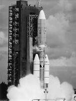 VOYAGER 2 SPACECRAFT LAUNCH ON TITAN III CENTAUR ROCKET 8X10 NASA PHOTO (BB-494)