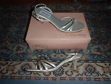 Private Collection By Dyeables White Satin Silk 8 Slip On Heel Shoes Pumps NIB