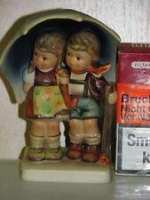 """Goebel Hummel 71/2/0 """"Unter einem Dach"""", stormy weather, Junge Mädchen Schirm"""