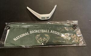 "Milwaukee Bucks replica ""World Championship Banner"" with ""History Made Bracelet"""