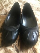 Ladies Shoes Size/7,5 Black flat comfortable Cole Haan shoes