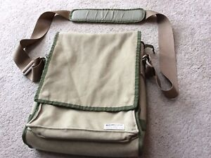 Nearly New  Laptop Canvas Vertical Sling Bag 15 Inch (Incase Design Corp)