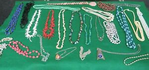 JOB LOT OF VINTAGE COSTUME JEWELLERY CORAL GLASS PEARLS ETC   HOUSE CLEARANCE