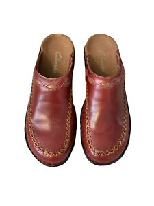 Clarks Women's Red w/Tan Beige Cutouts Stitching Leather Clogs Mules Size 7M
