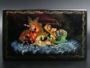 RUSSIAN LACQUER WARE HINGED TRINKET BOX SIGNED
