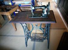 alte Nähmaschine von Pfaff mit Tisch und Koffer