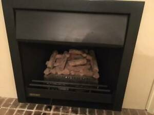 Delta Heat Gas fire place, black, fake wood look, great condition