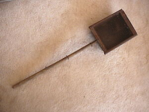 ANTIQUE METAL & SCREEN STOVE FIREPLACE PRIMITIVE POPCORN POPPER LONG WOOD HANDLE