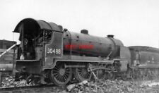 PHOTO  SR EX LSW URIE H15 CLASS 4-6-0 NO 30488 AT READING WR LOCO DEPOT AFTER CO