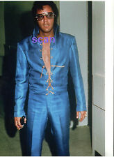 ELVIS PRESLEY GORGEOUS SEXY IN BLUE TTWII FILMING AUGUST 1970 CANDID PHOTO