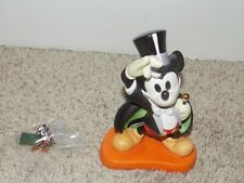 Walt Disney Classic Collection WDCC Mickey Mouse On with the show and Lapel Pin