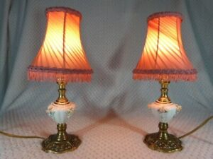 QUALITY PAIR VINTAGE PORCELAIN & BRASS BEDSIDE TABLE LAMPS WITH SHADES